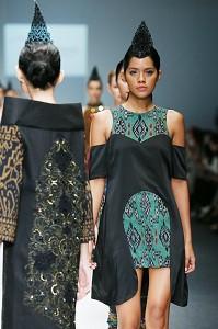 Model op catwalk Jakarta.